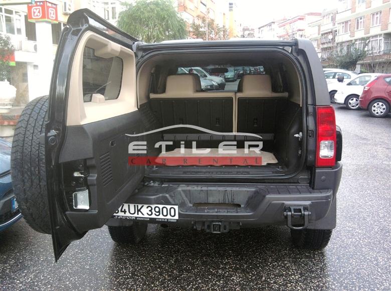 Siyah Hummer H3 Bagaj Görünümü