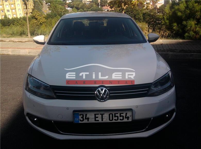 Beyaz Volkswagen Jetta Önden Görünüm