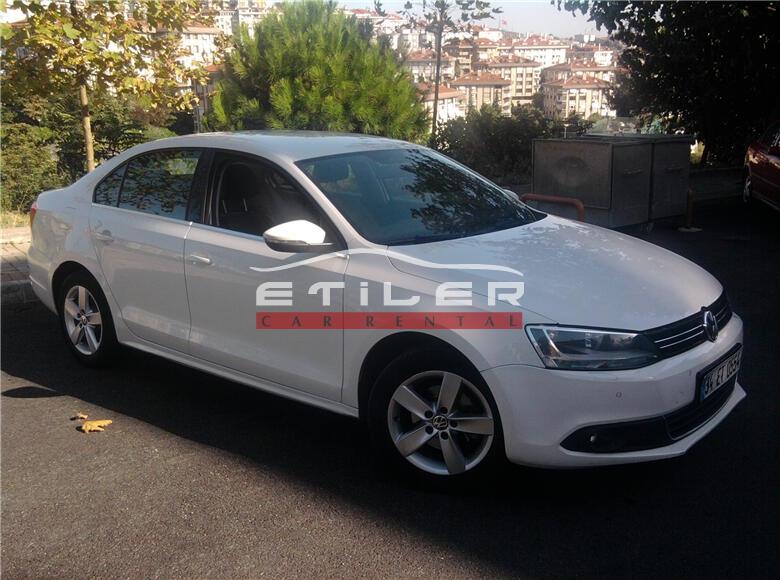 Beyaz Volkswagen Jetta Sağ Ön Görünüm