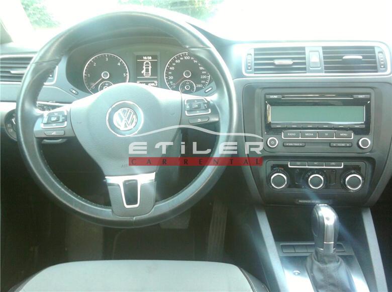 Beyaz Volkswagen Jetta İç Görünüm