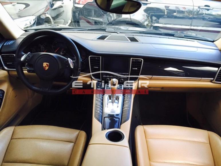 Siyah Porsche Panamera