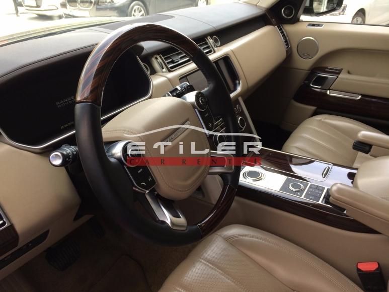 Beyaz Range Rover Sol Arka Görünüm
